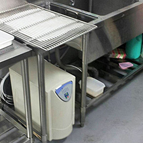 ホテルでの逆浸透膜浄水器設置画像
